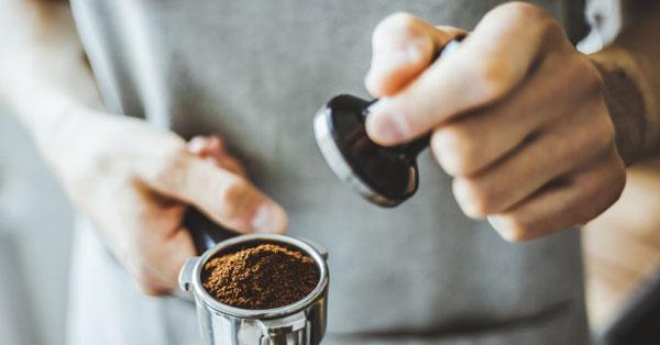 A kávé így égeti a zsírt