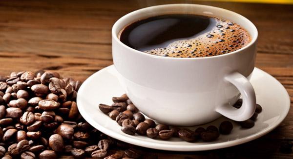 csinál a fekete kávé fogyni?)