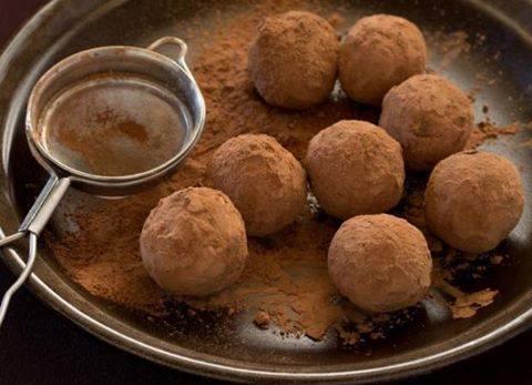 Padlizsános quinoa golyók, hojszin szósszal és frissen sült kenyérrel recept