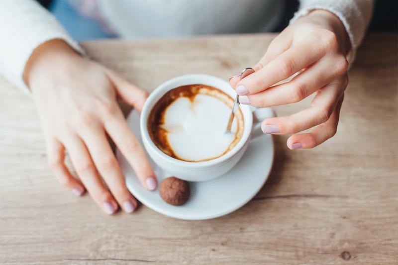 A kávé segíti vagy gátolja a fogyást? Fogyókúra alatt fogyasztható?