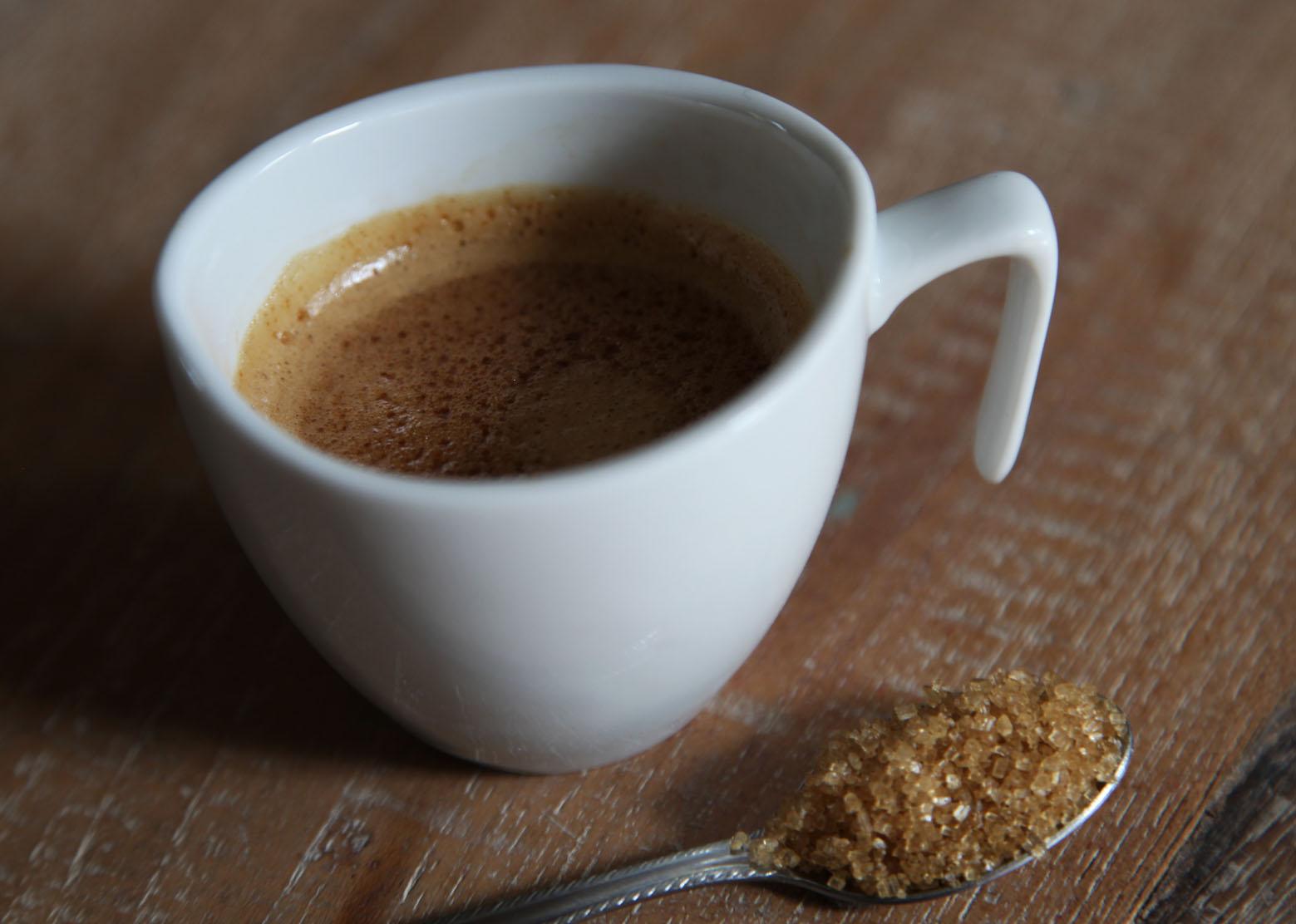 Érvek, hogy miért kezdd a napot egy csésze fekete kávéval!? | Peak Man