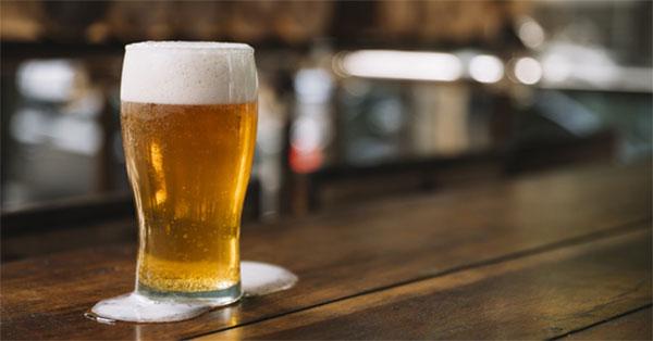 Jó a sör? Hogyan érinti az emberi testet, és mi a kár a férfiaknak és a nőknek